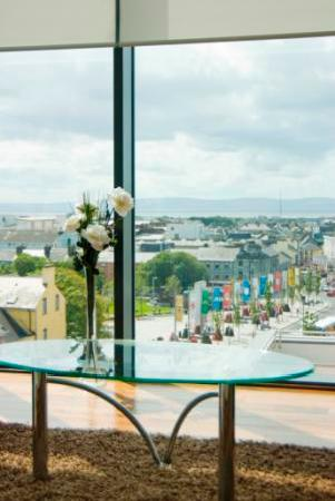 Western Citypoint Apartments: View of Eyre Square