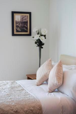 Western Citypoint Apartments: Bedroom