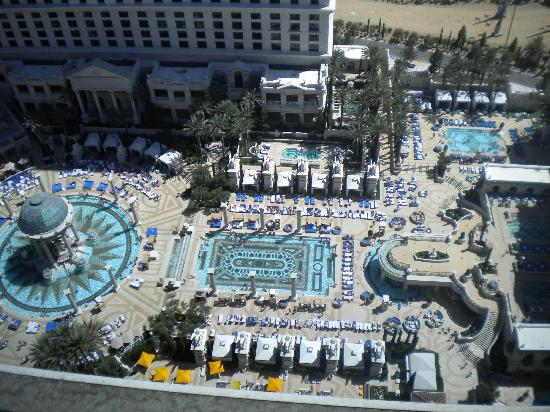 Caesars Palace : Pool view from the 27th floor!