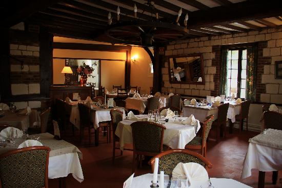 Argoules, Francia: Salle de restaurant, auberge du gros tilleul