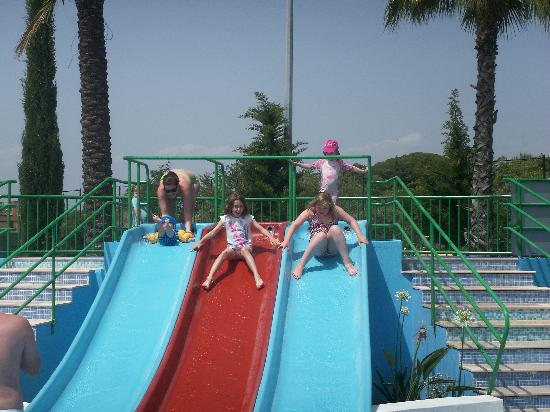 Holiday Village Algarve Balaia: Small slides at splash pool