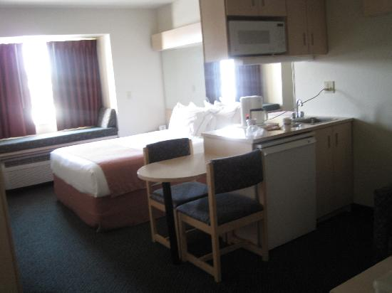 Microtel Inn & Suites: Microtel Ceres, CA, room 203