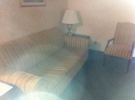 Comfort Inn & Suites N at Pyramids: Not horrible, but not as portrayed