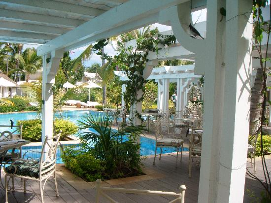 Sugar Beach Golf & Spa Resort : La terrasse du restaurant pour le buffet du matin et du soir