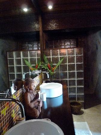 Cachoeira Inn: Bathroom in Rhine Falls Suite