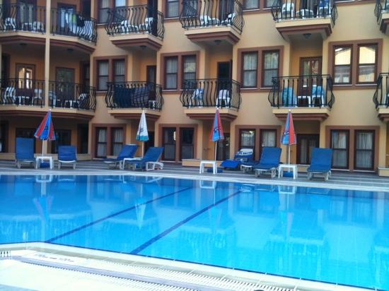 Belcehan Beach Hotel: great pool views
