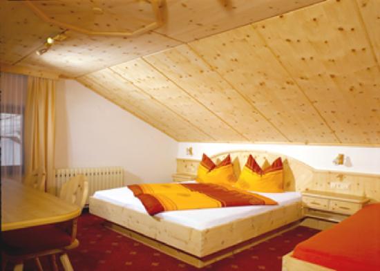 Pettneu am Arlberg, Österreich: Dachzimmer