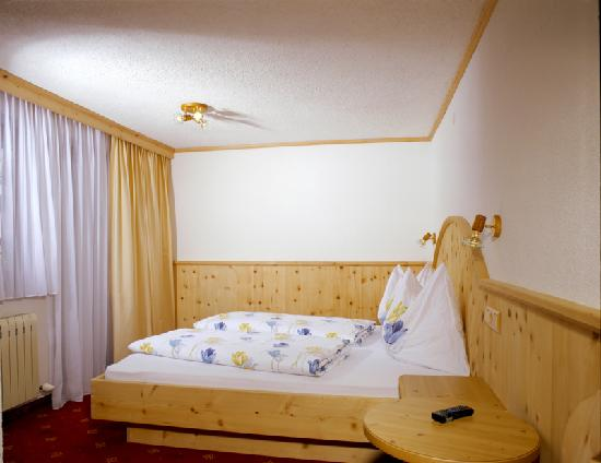 Pettneu am Arlberg, Österreich: Zimmer