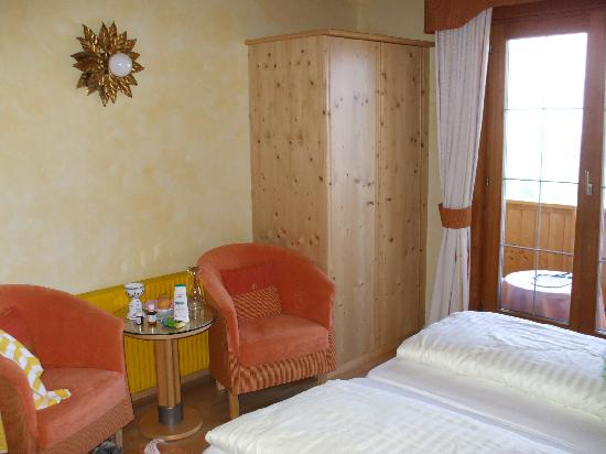 Naturhotel Alpenrose: Sitzecke im Zimmer