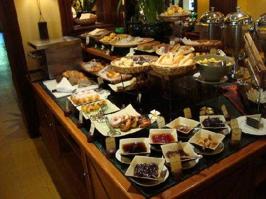 Victoria Angkor Resort & Spa: A small part of the buffet breakfast