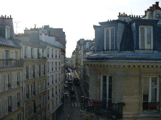 Hotel Bonsejour Montmartre: View from 5th floor balcony