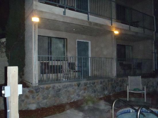 Yosemite View Lodge: Room 1050 balconey next to hot tub