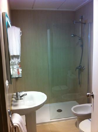 Hotel Oasis Plaza: baños recién reformados