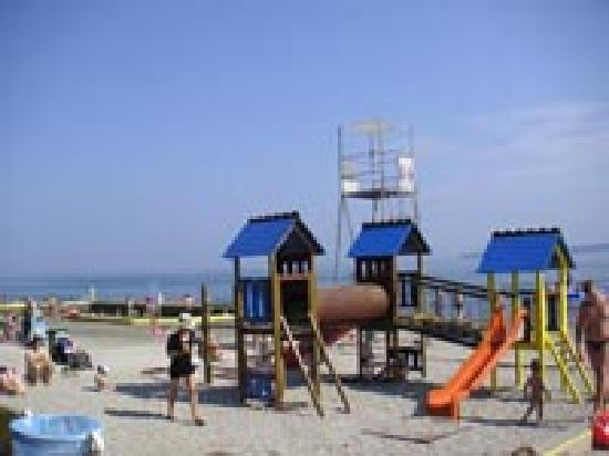 Apartments Zusterna: Public beach