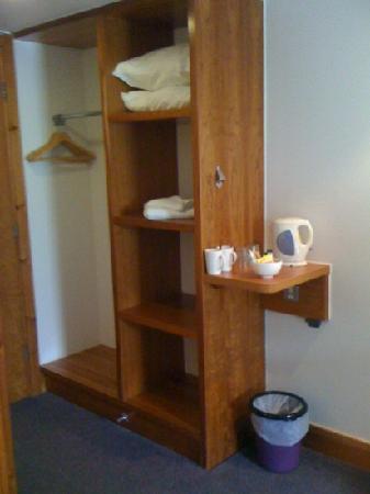 Premier Inn Edinburgh A1 (Newcraighall) Hotel: storage unit
