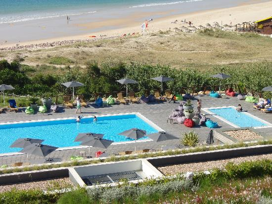 Martinhal Sagres Beach Resort & Hotel: Hotel guests havnt finished breakfast and already people not staying in the hotel are reserving