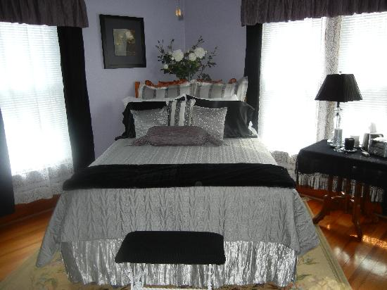 Garden Gate Bed and Breakfast: The Lavender Room