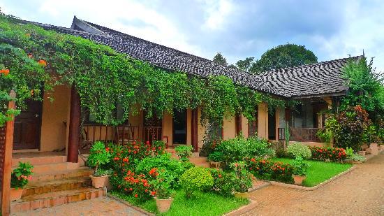 Villa Nam Song Vang Vieng : Hotel's front