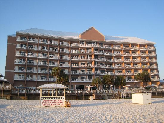 Palmetto Inn & Suites: Beachside view of Hotel