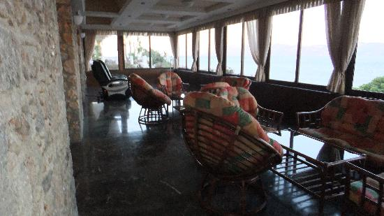 Dimitra Beach Hotel: inside lounge area