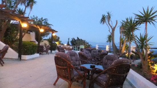 Dimitra Beach Hotel: outside bar area