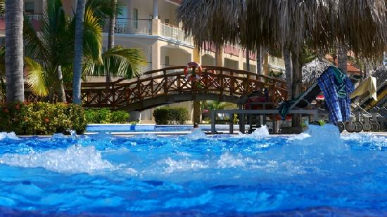 Majestic Elegance Punta Cana: Jacuzzi-style sections w/in the pool.