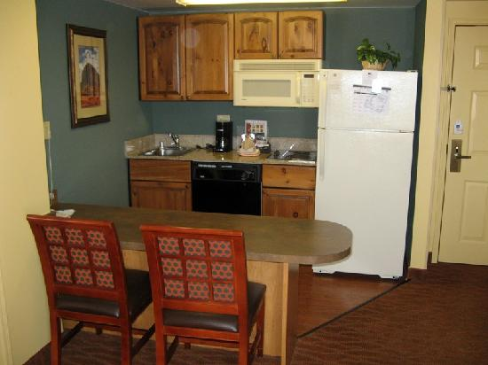 Homewood Suites by Hilton Phoenix-Metro Center: Homewood Suites Kitchen