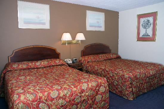 Fairway Inn & Suites: Queen bed rooms