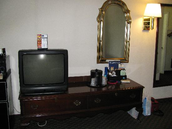 Best Western Plus Governor's Inn: More pics from room