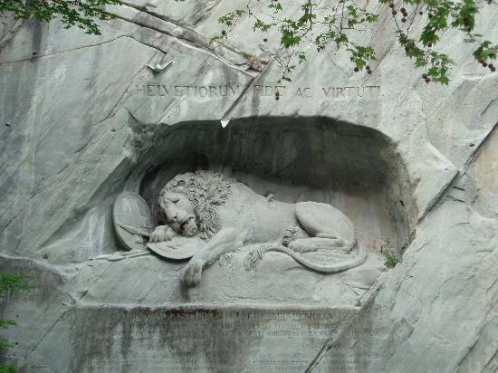 อนุสาวรีย์สิงห์โตลูเซิร์น: 瀕死のライオン像