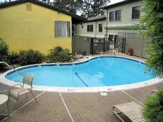 BEST WESTERN Carmel's Town House Lodge: Pool