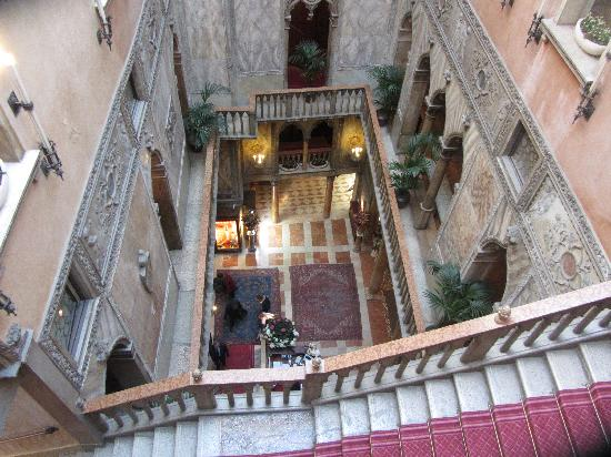 Hotel Danieli, A Luxury Collection Hotel: Looking down into the Lobby