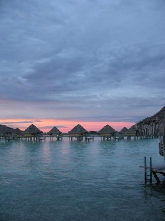 InterContinental Bora Bora Le Moana Resort: Dusk/sunset view from our overwater bungalow