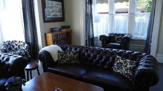Holly Manor: Private Lounge