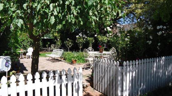 Holly Manor: The Gardens