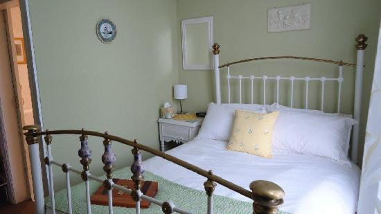 Holly Manor: Victorian Room