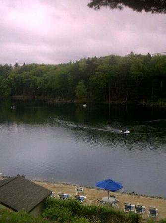 Pocono Palace Resort: Beautiful Lake