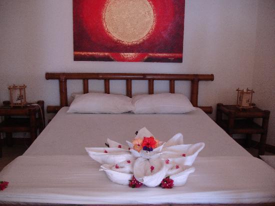 Sunset at Aninuan Beach Resort: welcoming room