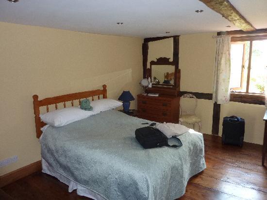 Huntlands Farm Bed & Breakfast: wonderful room big space.