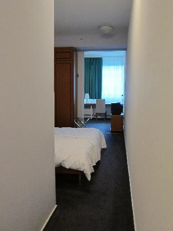 Berliner Hof Hotel: Room