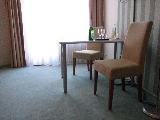 Berliner Hof Hotel: The room of the other couple