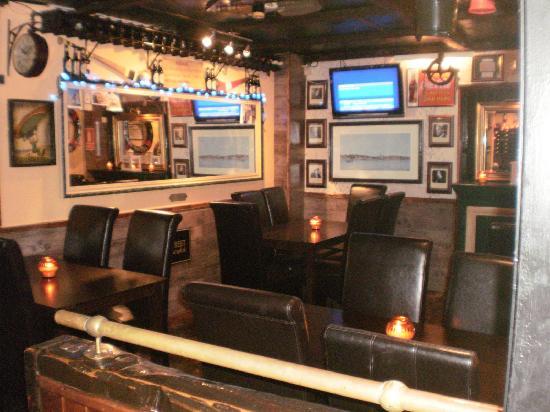 The Guinness Tavern: inside