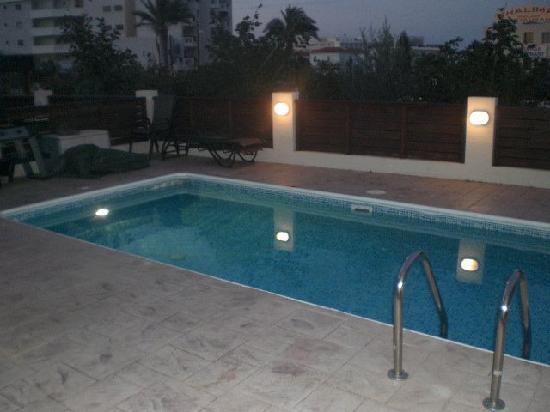 Paschali Sunset Apartments: night pool