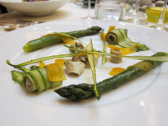 Restaurant Guy Savoy : Appetizer: asparagus prepared three ways.