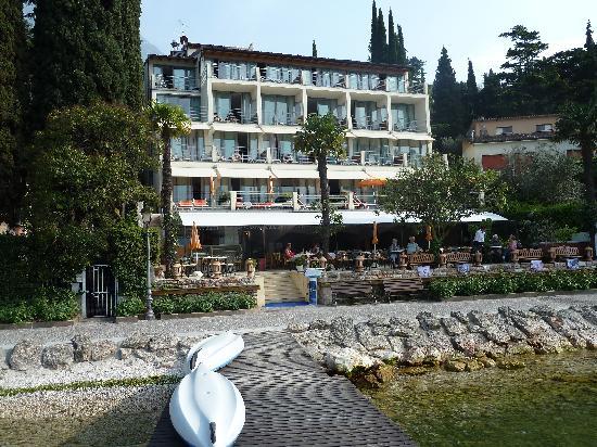 Beach Hotel Du Lac: Das Hotel vom See aus gesehen