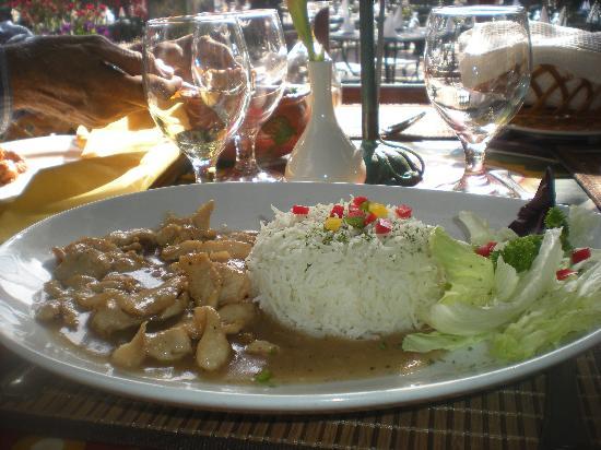 PEERU'S CAFE : Thai Meal