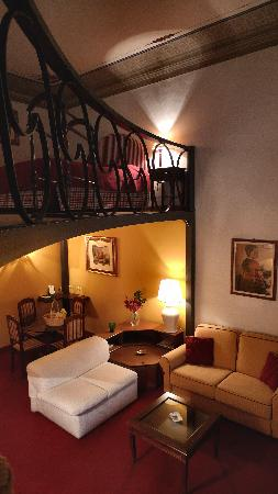 Residenza d'Epoca Via Santo Spirito 6: Room Giovanna Garzoni, sleeps 2+2 (1st floor)