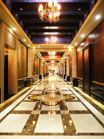 Jinjiang International Hotel : The massive corridors