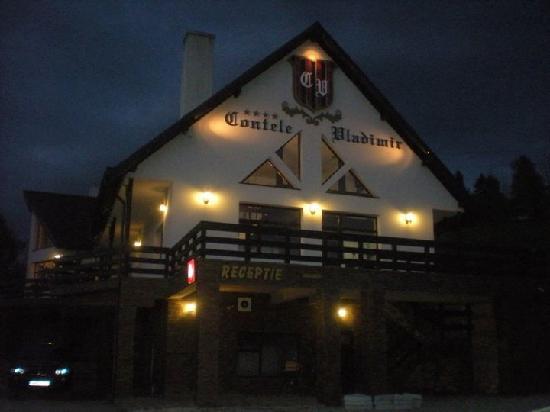 Contele Vladimir : Hotel di notte