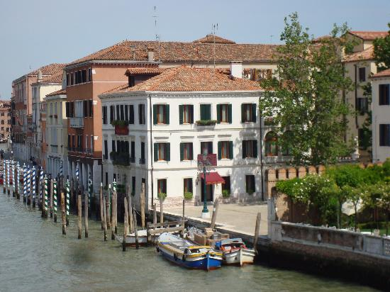 Hotel Canal Grande: View From Grand Canal Bridge